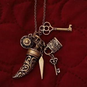Necklace/jewelry